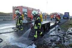 Brand Tieflader brannte auf der Autobahn - LKW-Fahrer verhindert noch größere Schäden